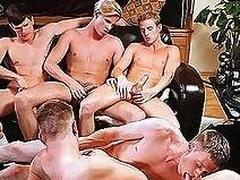 Frat boys are having gay pleasures with their bushwa sucked