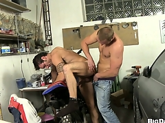 This repairman gets his flannel sucked adjacent to be proper of a horny dude's mouth just about his repair shop