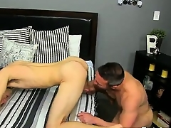 Twinks XXX He gets unaffected by his knees and sucks Brock\'s run into befor