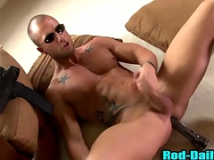 Muscly pornstar cop cums in his own indiscretion