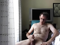 Wank and Cumshot concerning hotel territory by eyeglasses